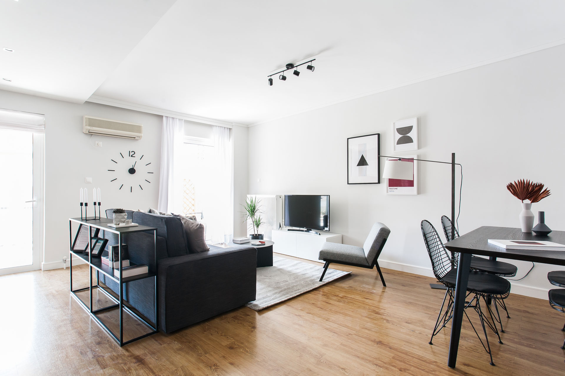 Bright 1BR Apartment with balcony