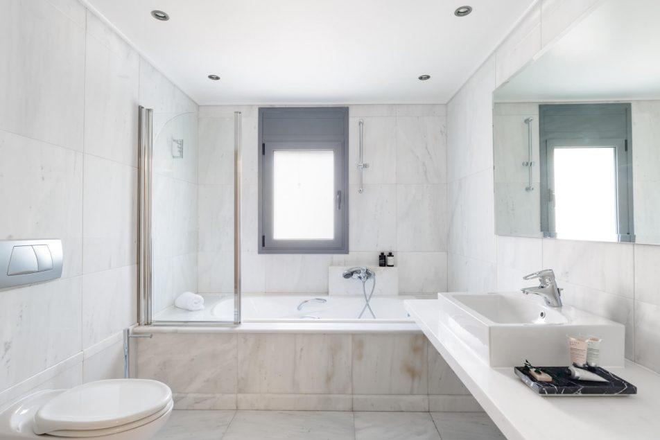Bedroom 3 en-suite bathroom